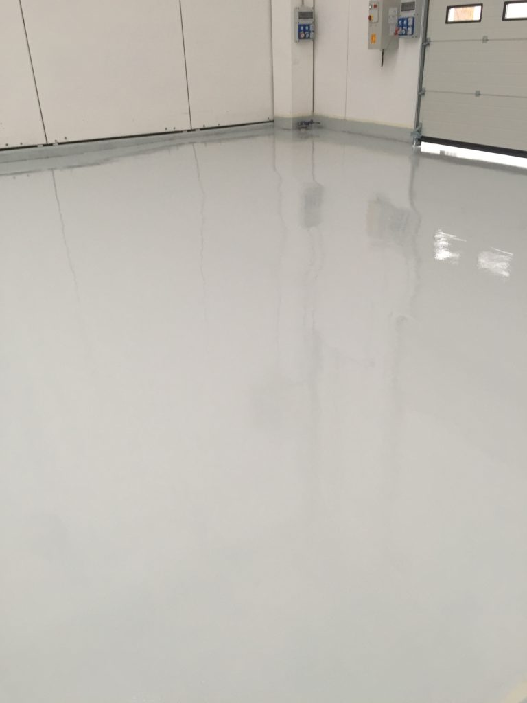 pavimentazione industriale chiara
