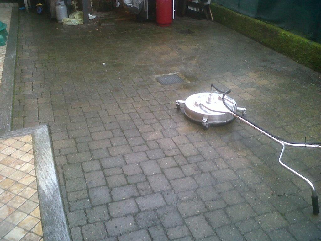 macchina pulizia pavimentazione esterna