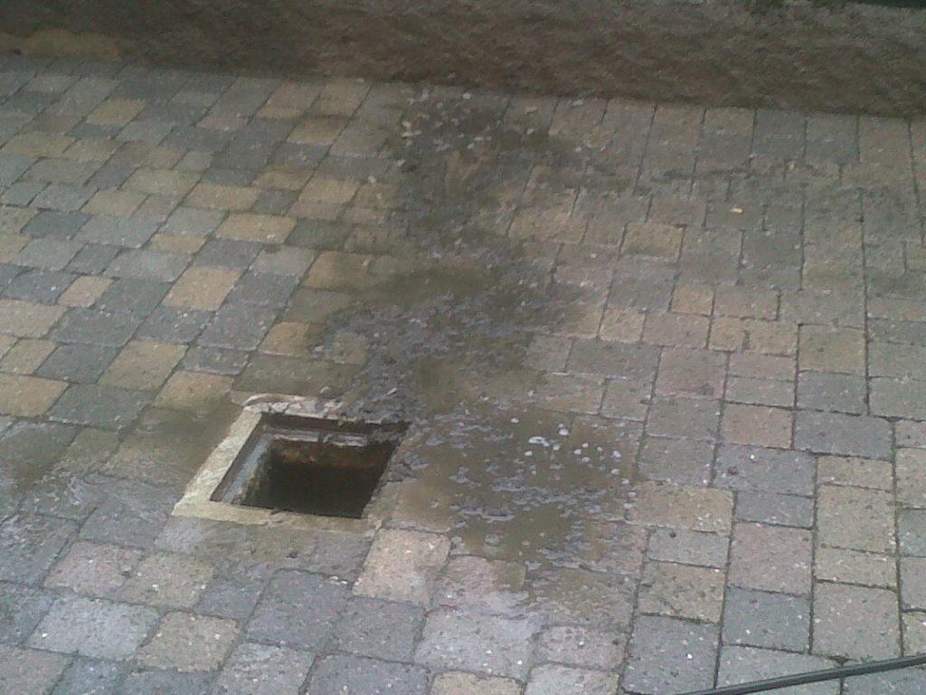 pulizia pavimentazione tombino