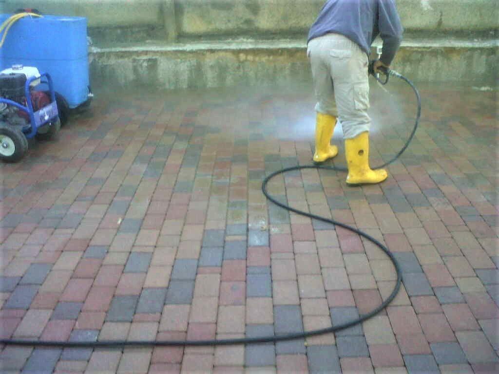 pulizia pavimentazioni esterne
