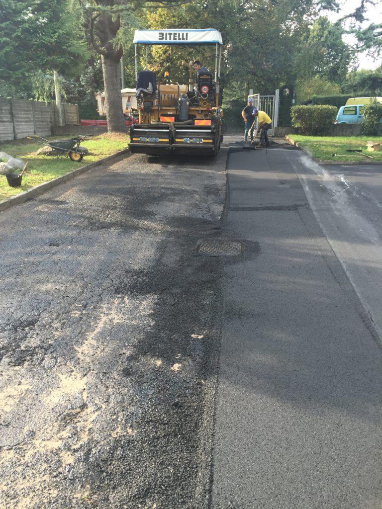 lavorazione asfalto vialetto