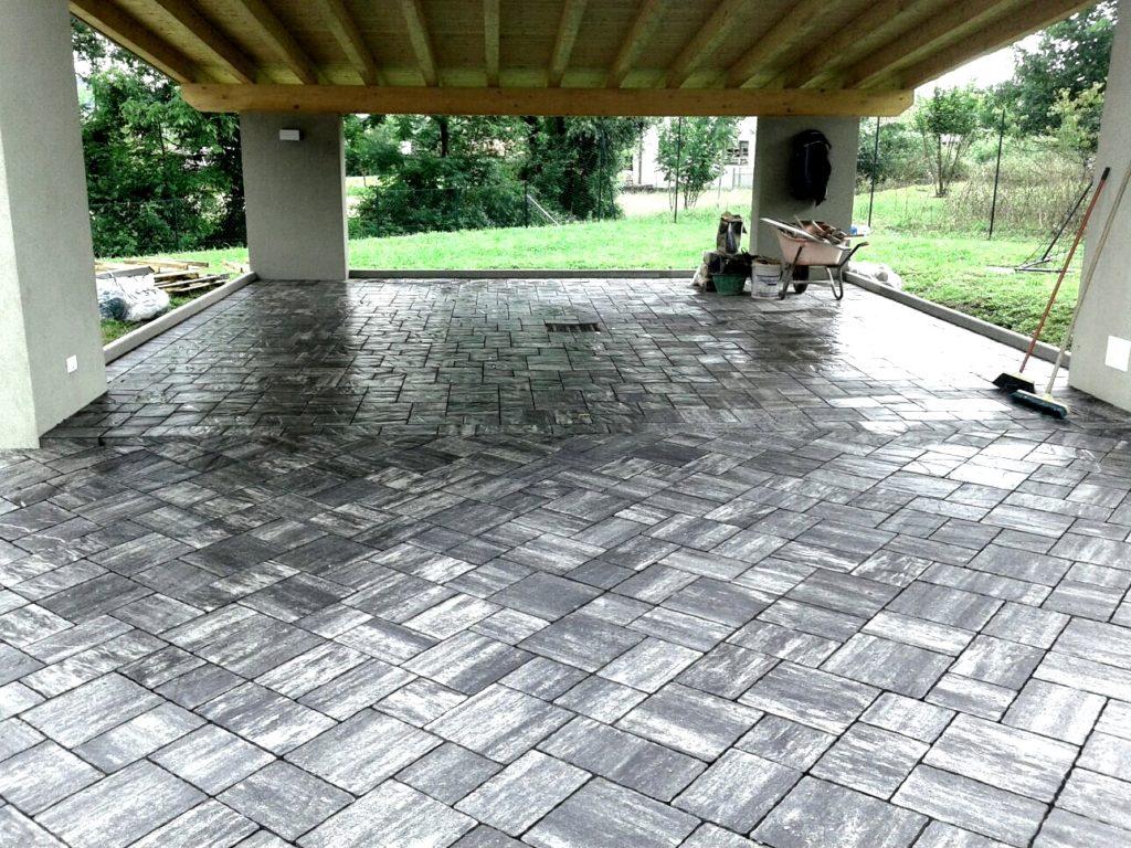 pavimento in pietra grigia